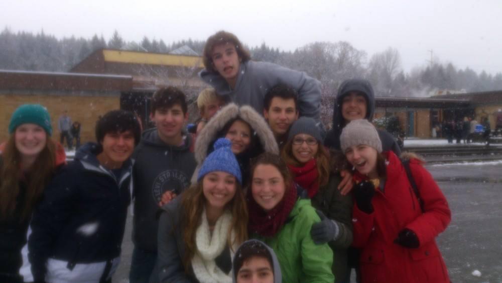Gruppenfoto mit Vanier im Hintergrund