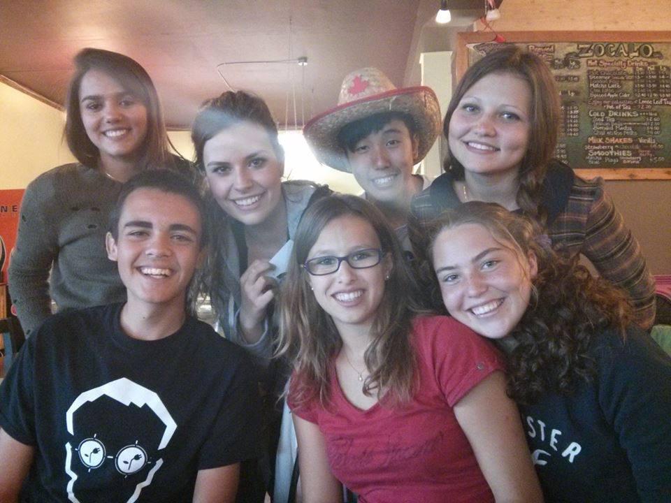 Gruppenfoto in einem Cafe in Courtenay
