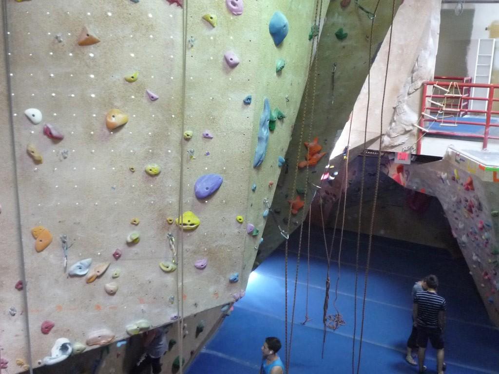 Boulders Climbing Gym –direkt neben der Schule