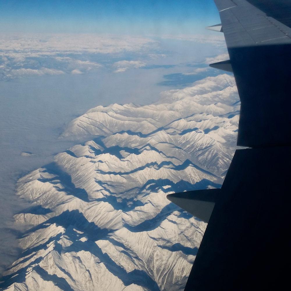 Die Berge um Vancouver im Winter aus dem Flugzeug